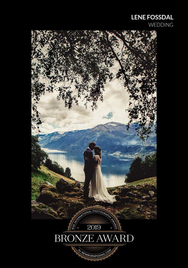 Bryllupsbilde fra Hardanger av Sophi og Kjetil.