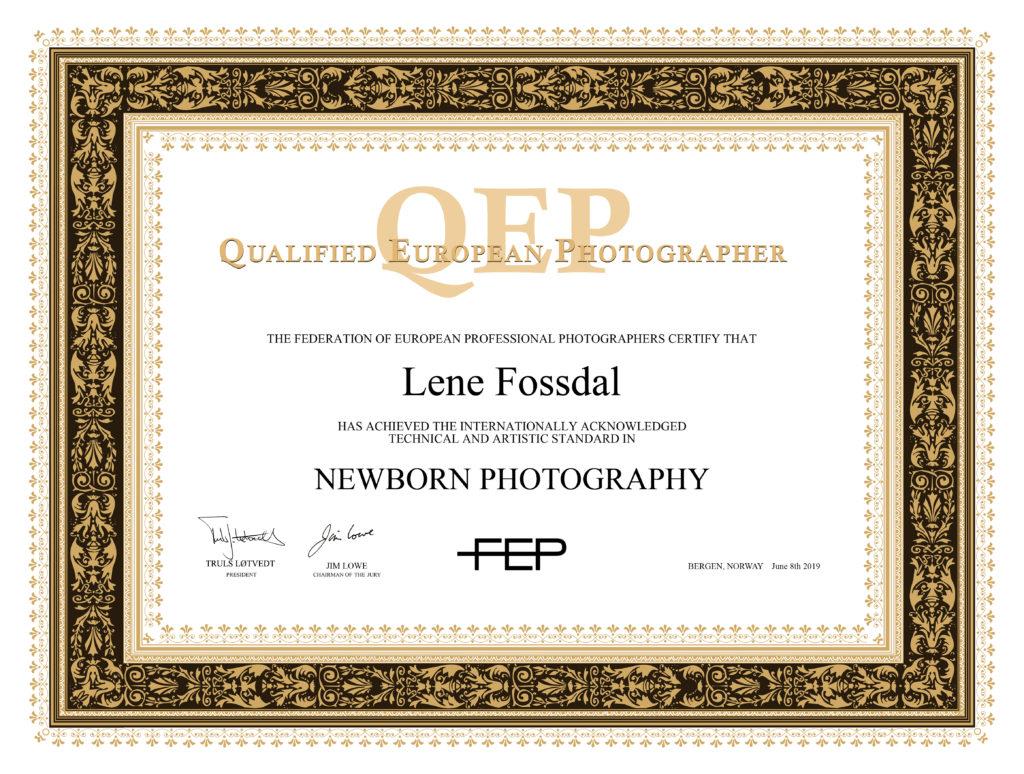 Diplom fra FEP etter QEP-kvalifiseringen. Leverte inn noen av årets nyfødtbilder.