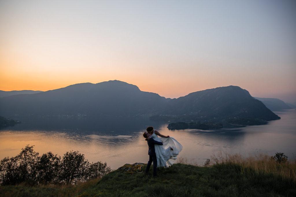 Et av fjorårets bryllupsbilder. Elopement in Norway