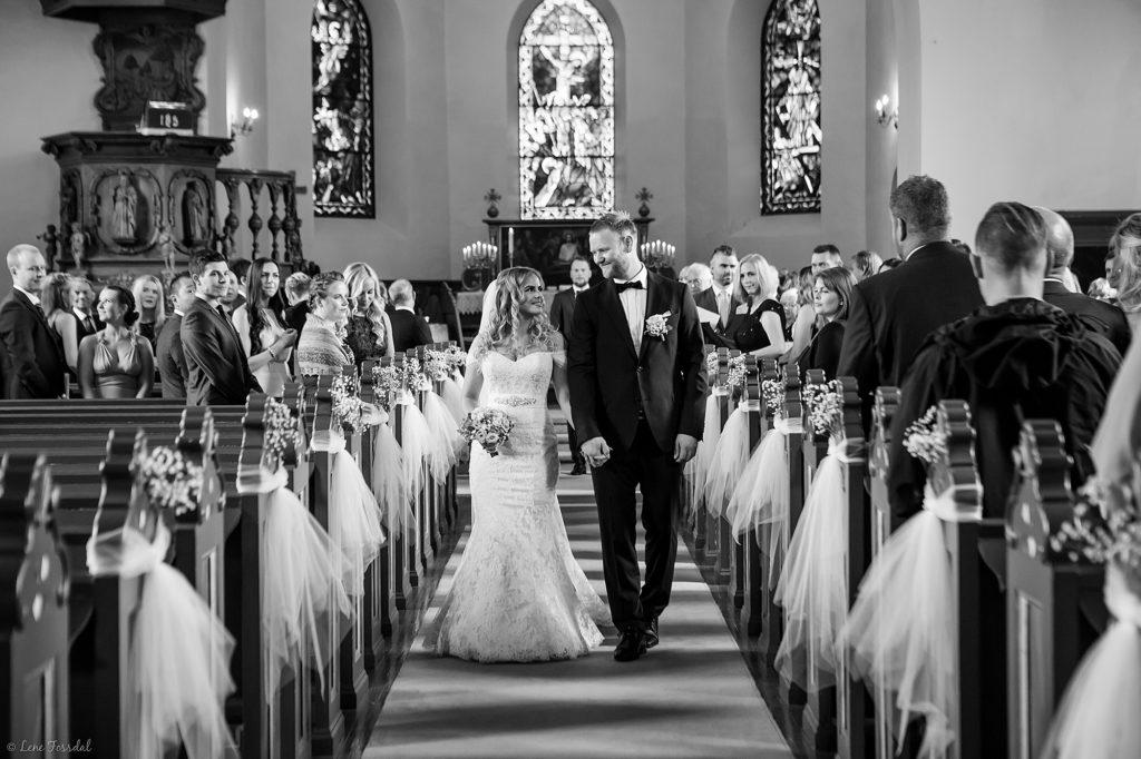 Bilde av en vielse helt uten mobilbruk i bryllup.