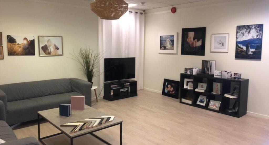 Nytt studio i Åsane med stort venterom! Her er det god plass til bilder og produkter.